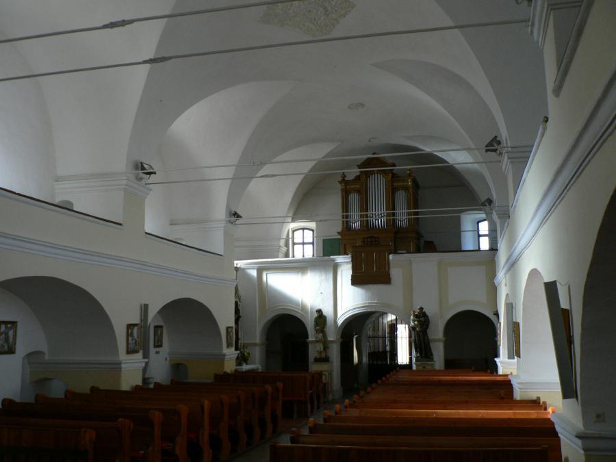 katolicky_kostol_(10).jpg