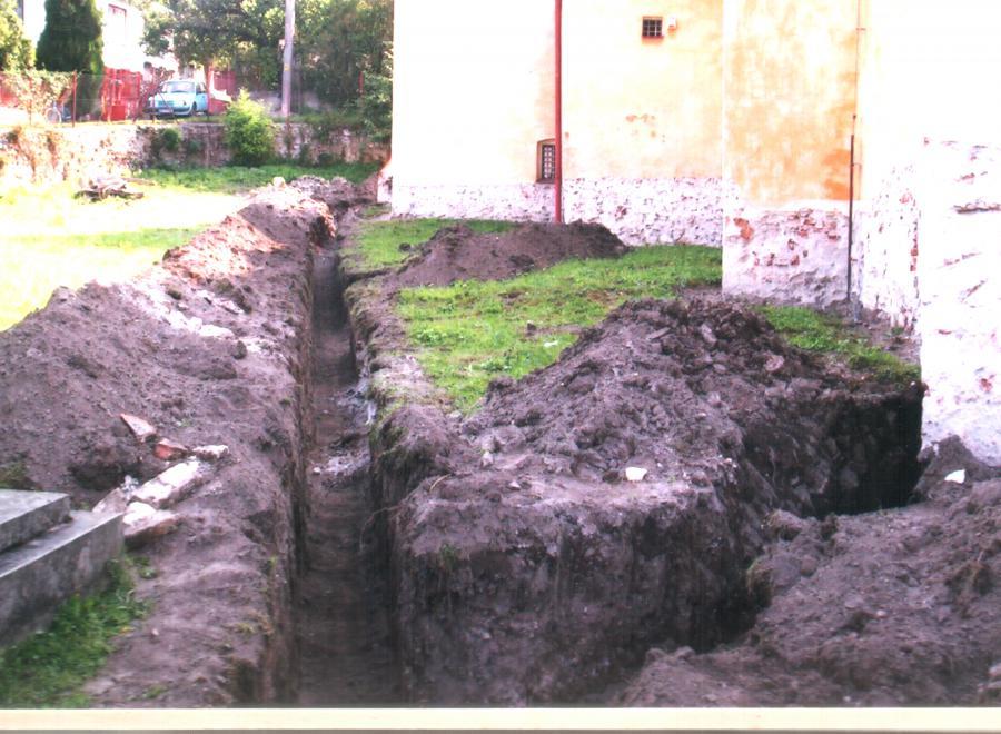 stavebne_upravy_pri_kostole_2006.jpg