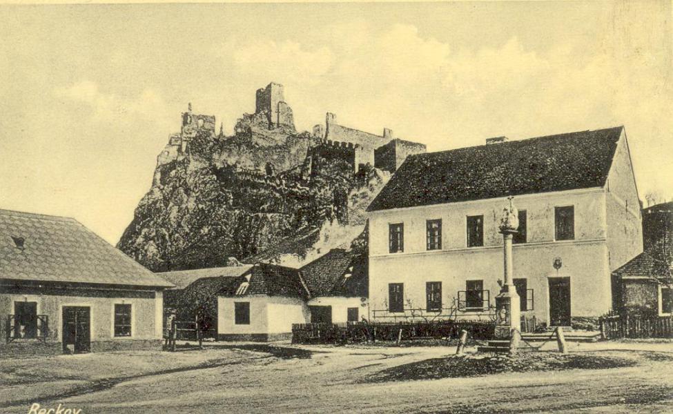 beckov-trojicne_nam.1930.jpg